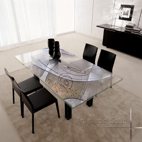 рисунка върху маса