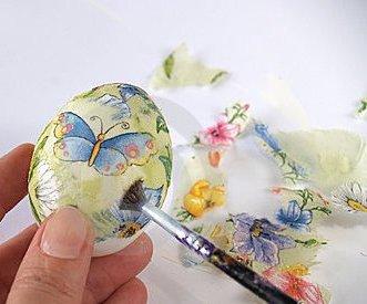Великденски яйца в техника декупаж