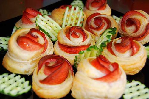 Розички от тесто и колбас