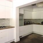 Модерна кухня в бяло (3)