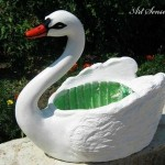 Градински лебед от пластмасова туба