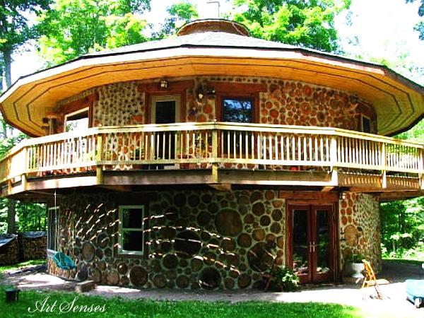 Дървена къща от цепеници