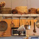 Нестандартна употреба на старата стълба в кухнята0