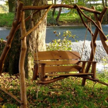 Дизайн на градина – идеи за дървени люлки